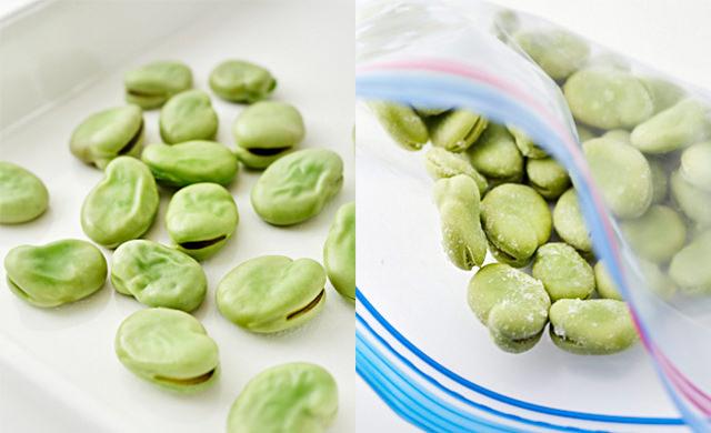 ゆでたそら豆を冷凍している写真