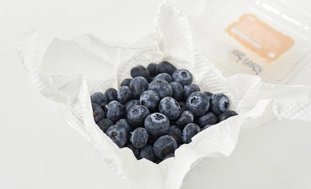 パックのブルーベリーの冷蔵保存の写真