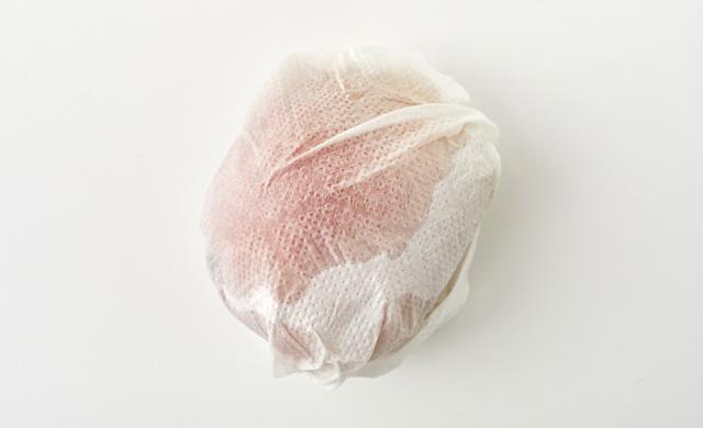 濡らしたペーパータオルで包んだ写真
