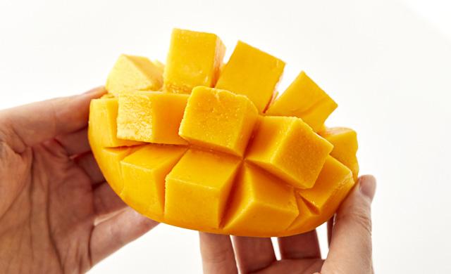 マンゴーを開いている写真