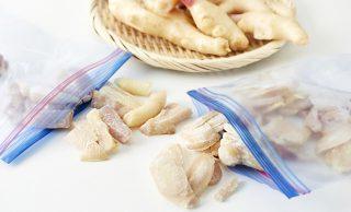 生の新生姜と輪切り冷凍新生姜とスティック状冷凍新生姜の写真