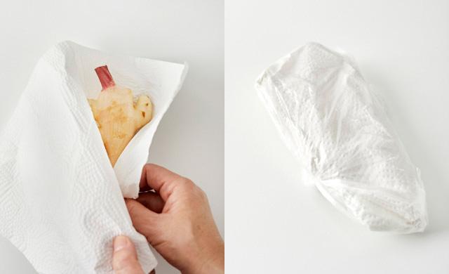 ペーパータオルに包んだ新生姜とポリ袋に入れた新生姜の写真