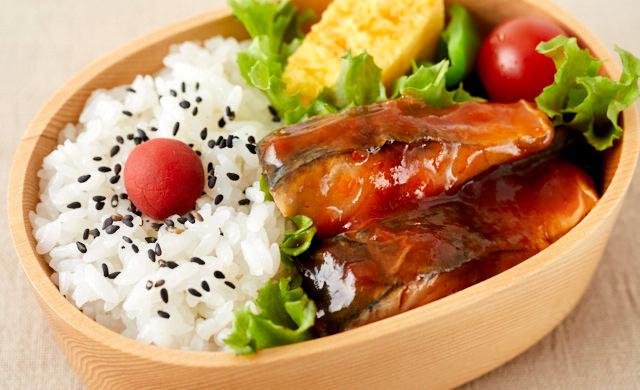 サバを使ったお弁当の写真
