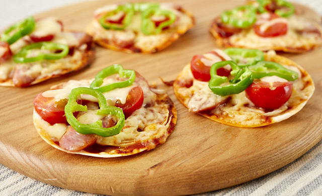 餃子の皮のひと口ピザの写真