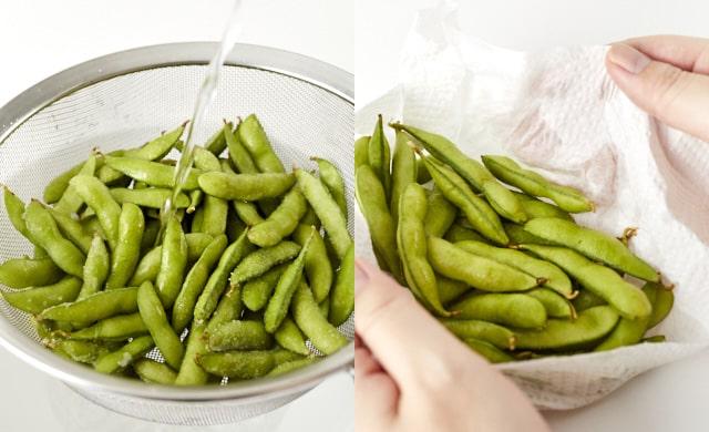 枝豆を水洗いしている写真+ペーパータオルで拭いている写真