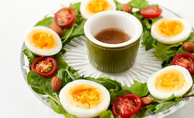 ベビーリーフとゆで卵のリングサラダの集合写真