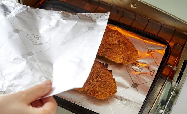 とんかつをオーブントースターで解凍している写真