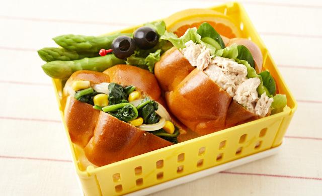 ロールパンサンドイッチ弁当の写真