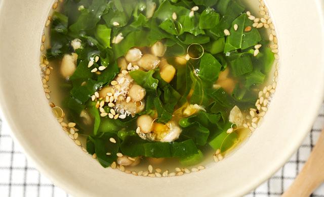 つるむらさきと納豆のネバネバスープの写真