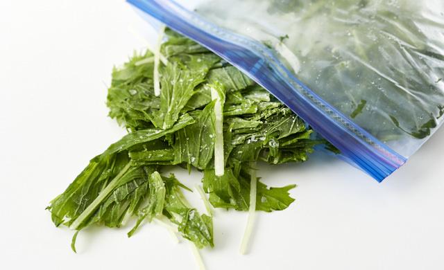 凍った水菜の写真