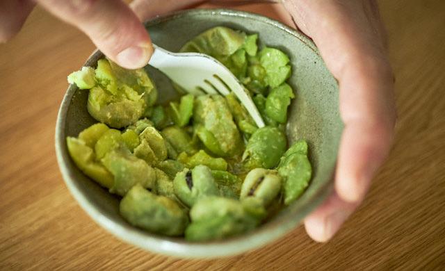 冷凍そら豆とチーズのタルティーヌの調理写真