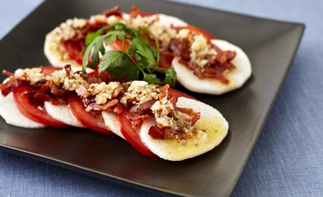 長芋とトマトの洋風サラダの写真