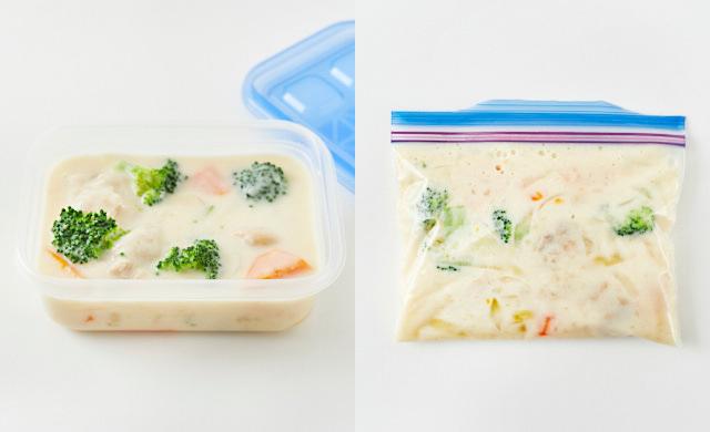 シチューを保存容器と冷凍用保存袋に入れている写真