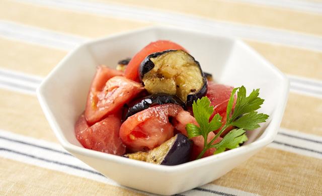 揚げなすとトマトの玉ねぎドレッシングマリネの写真