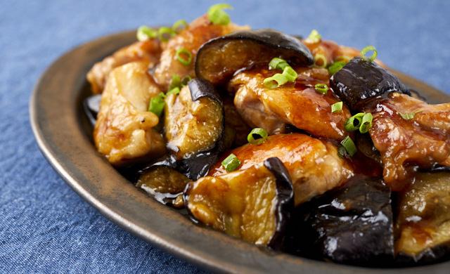 鶏肉と揚げなすの黒酢炒めの写真