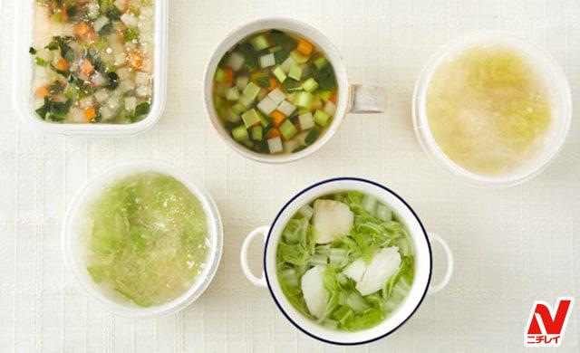 手前右から白菜とタラの中華スープ、冷凍白菜とタラの中華スープ、冷凍野菜コンソメスープ、野菜コンソメスープ、冷凍キャベツの鶏だしうどんスープの集合写真