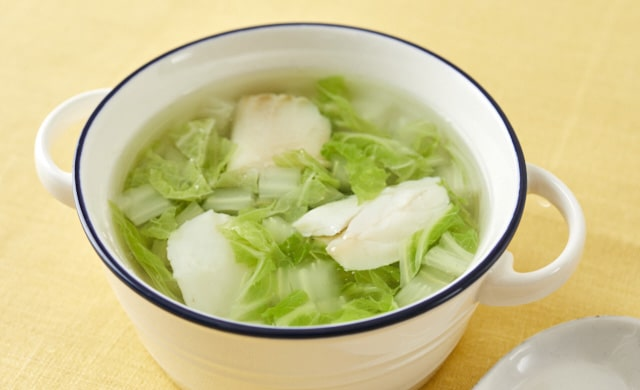 白菜とタラの中華スープの写真