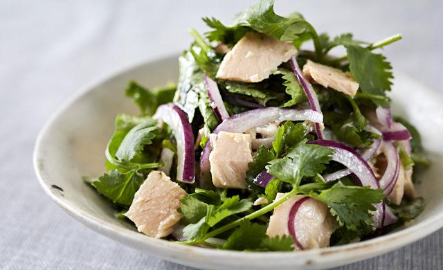 ツナとパクチーのヨーグルトサラダの写真