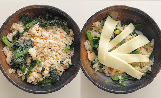 耐熱容器にえびピラフ・ほうれん草が入っている写真/豆乳とチーズを加えた写真