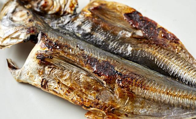 焼き魚の皮面の写真