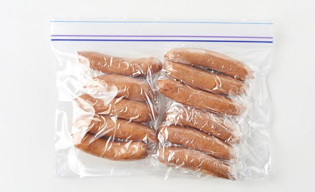 冷凍用保存袋に入れたウインナーの写真