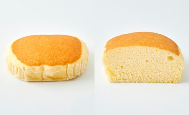解凍した冷凍蒸しパンの全体像、半分に切った断面の写真