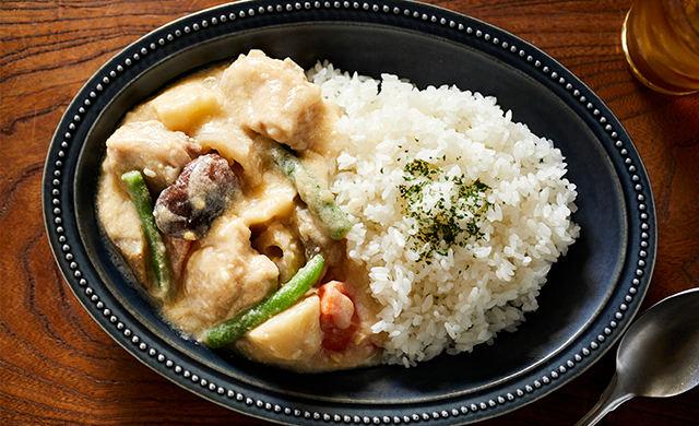 チキンと野菜の味噌クリーム煮の盛り付け写真